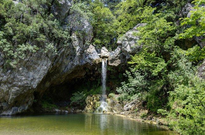 de drymona watervallen op evia, griekenland