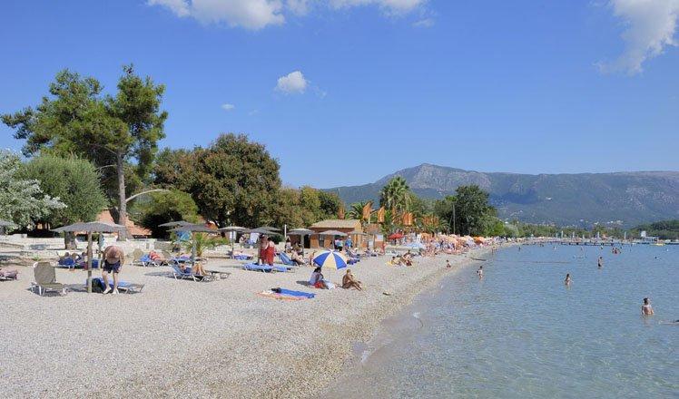 het dorp dassia op corfu