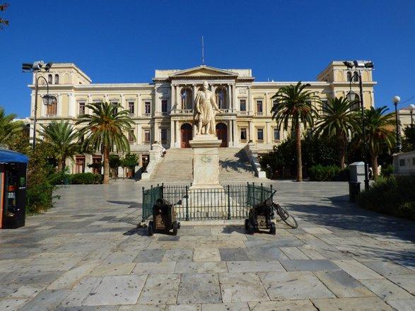 stadhuis ermoupolis.jpg